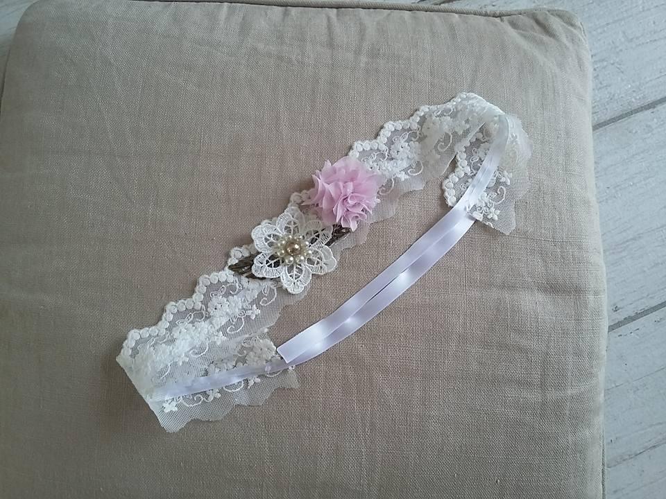 Jarretière en dentelle et fleurs en tissus