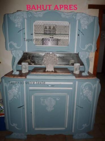bahut entièrement peint en bleu et patine blanche sur les moulures