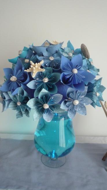 bouquet de fleurs en papier origami couleur bleu