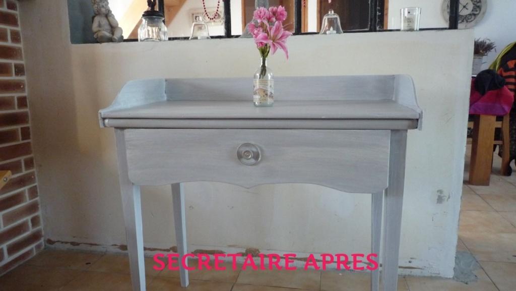 petite table secrétaire peinte en gris clair et patine blanche