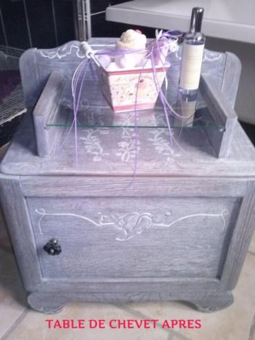 table de chevet teintée en gris et cérusée