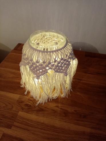 Pot en macramé 100 % coton illuminé par une petite guirlande à led.
