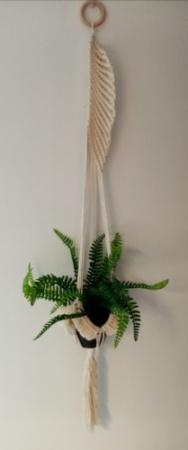 Suspension en macramé 100 % coton pour pot de fleurs.