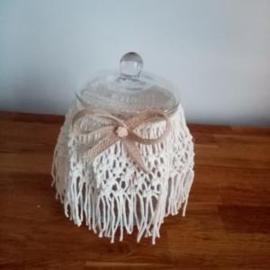 Bonbonnière en macramé avec petit noeud en toile de jute