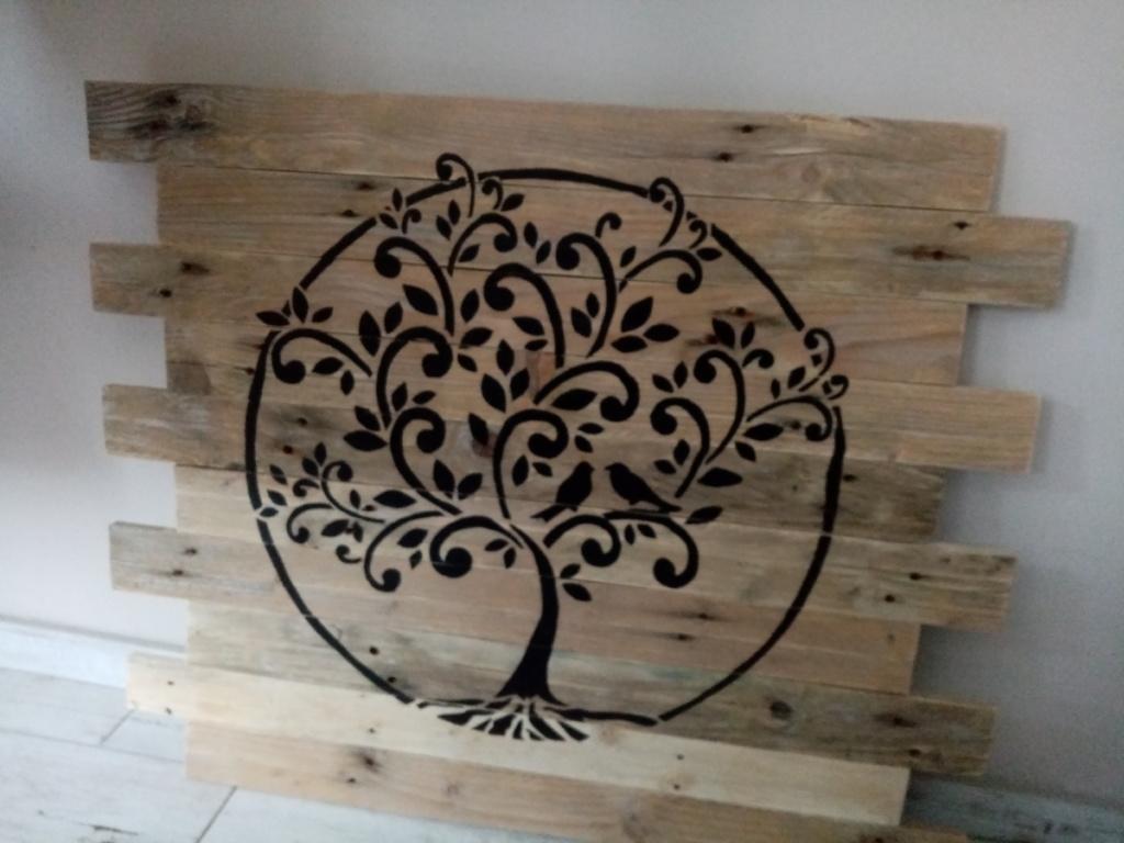 Décoration murale en palettes avec arbre de vie
